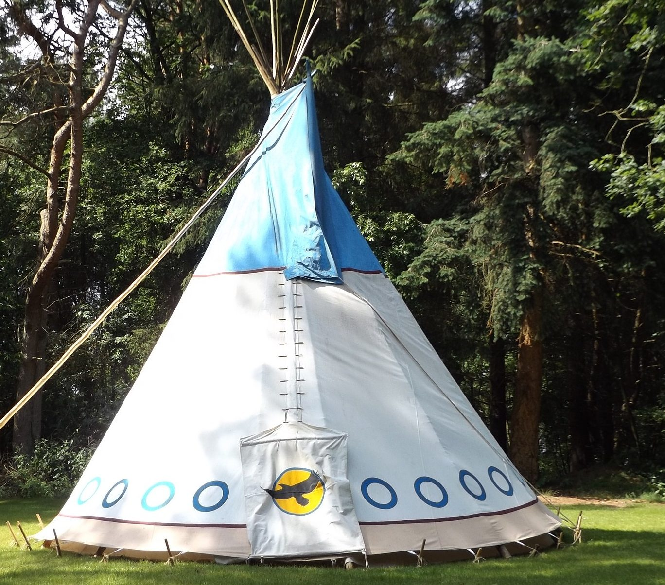 quelques astuces pour fabriquer une tente tipi pour enfant. Black Bedroom Furniture Sets. Home Design Ideas